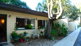SHORT SALE: Charming 2/1 condo tucked behind Laurel Oak Inn Bed & Breakfast just blocks to the Hippodrome and 2 miles to UF